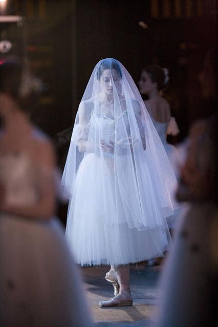 Vanessa Zahorian in SF Ballet's Giselle (© Erik Tomasson))