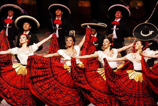 Ballet Folklórico de México (Photo uncredited)
