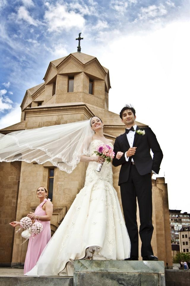 Vanessa Zahorian & Davit Karapetyan with lovely Bridesmaid  (Photo: Hovik Karapetyan, 2011)