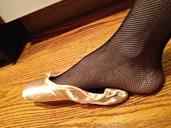 DanseTrack Editor, Yolonda Jordan D'Amico tries on Tina LeBlanc's pointe shoe. (Photo by DanseTrack)